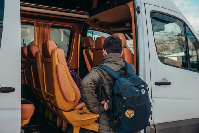 transport international persoane, colete
