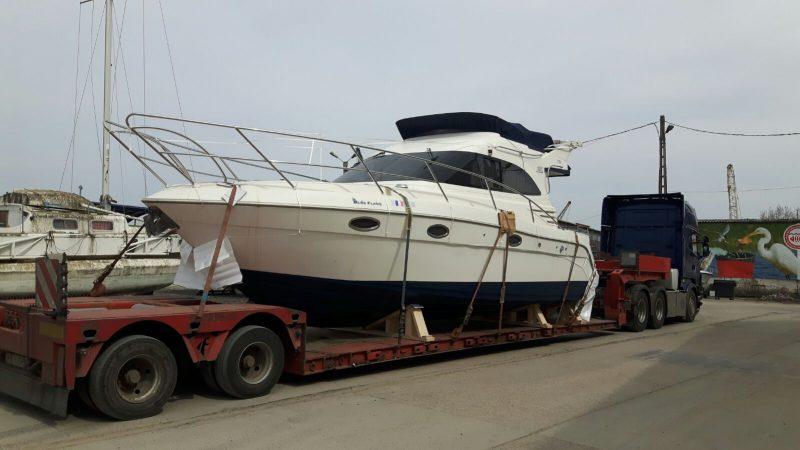 transport yacht pe platforma